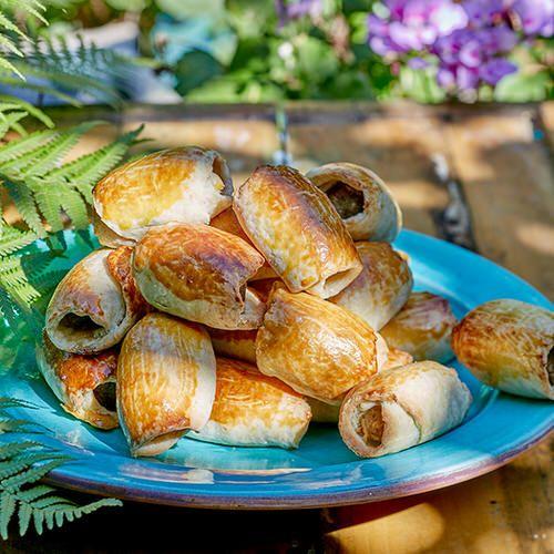 Brabantse worstenbroodjes van Robèrt van Beckhoven, uit het kookboek 'Good Food Book'. Kijk voor de bereidingswijze op okokorecepten.nl.