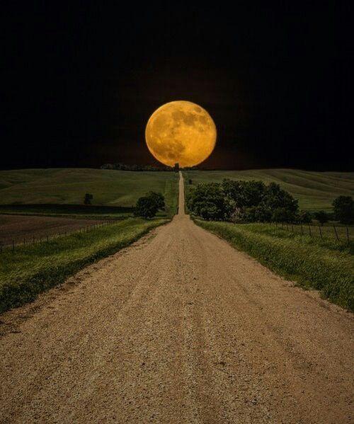 Super Moon rising in South Dakota - PandaWhale
