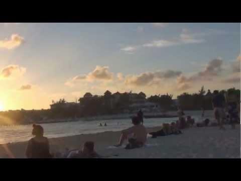 Bella postal de un atardecer en Playa del Carmen Quintana Roo, México. Riviera Maya viajaBonito