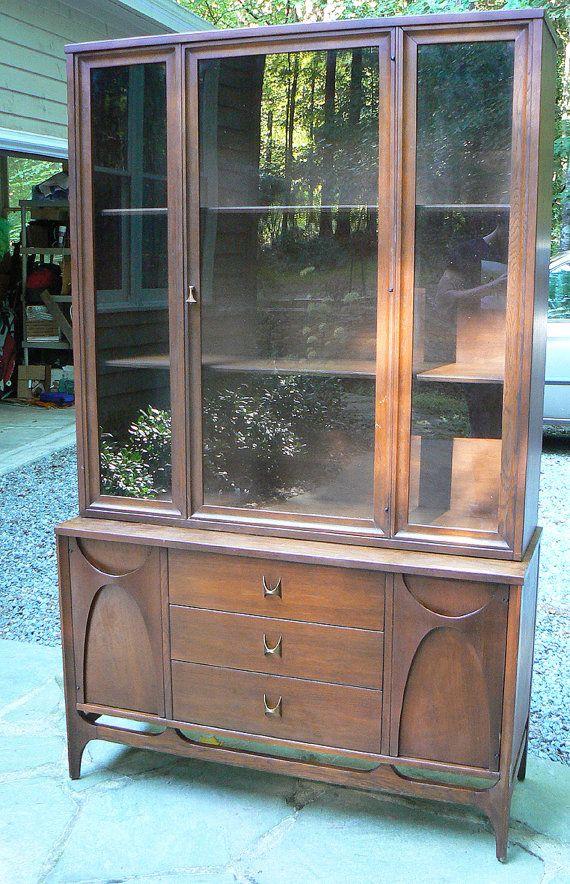 broyhill illuminated cabinet 422e price 3
