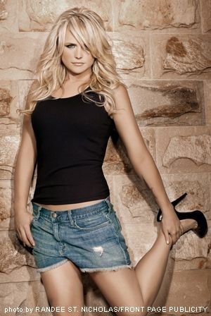 I love Miranda Lambert and love that she sings about shooting people and stuff that should be sung about in country music.  However, I do think it's weird that she stands around holding her foot.