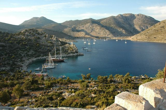 Bozukkale koyu/Marmaris/Muğla/// Ege'de seyreden bütün yatlar Bozukkale'yi durak yeri olarak kullanırlar. Coğrafi durumu ve liman girişinin darlığı nedeniyle Peleponnes Deniz Savaşları'nda bu limanı Atina gemileri de kullanmıştır.
