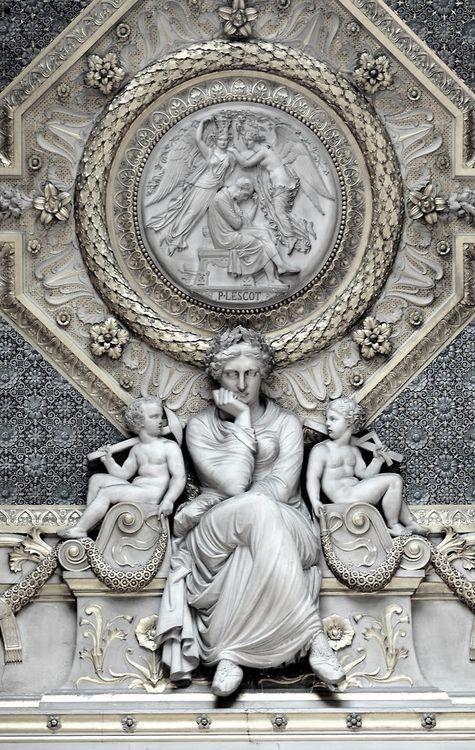 Louvre : Bon les enfants, m'embêtez pas, je réfléchis !