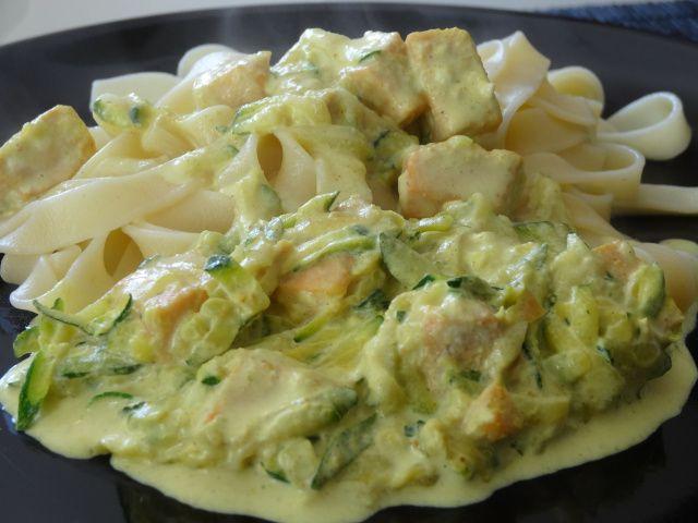 Tagliatelles au saumon frais et courgettes au curry, salmon and zucchini w tagliatelle