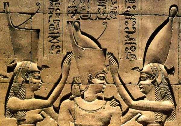 Les déesses égyptiennes utilisaient les plantes pour leur beauté, voici une recette d'huile précieuse des pharaons à base d'huile d'olive et de fleur d'oranger