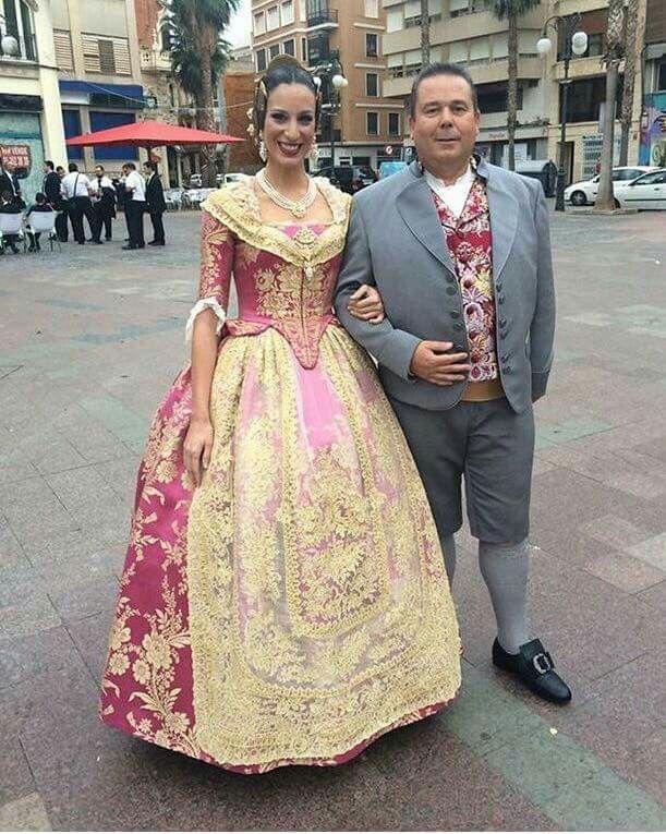 Maria Lopez, FM falla El Mercat de Alzira. Precioso el traje. Foto de Hijas de Carmen Esteve. Espectacular y preciosa.