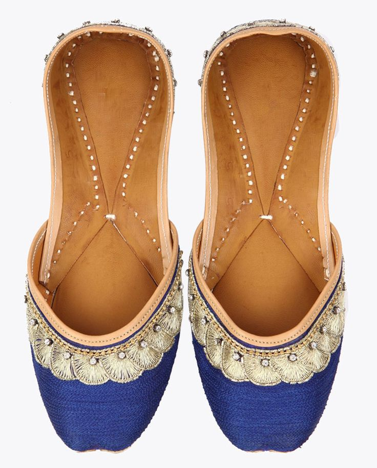 Jootis with Zardozi Embroidered Paisleys and Ghungaroos - Pure Leather - Color Grün Footwear Size 40 Exotic India Vo1wmL
