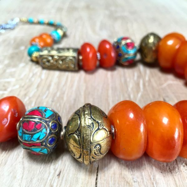 Handmade necklace with amber and turkoois from the Himalaya. | deTurf