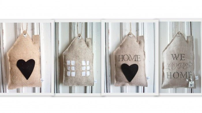 Huisjes gemaakt van vilt, jute en linnen..