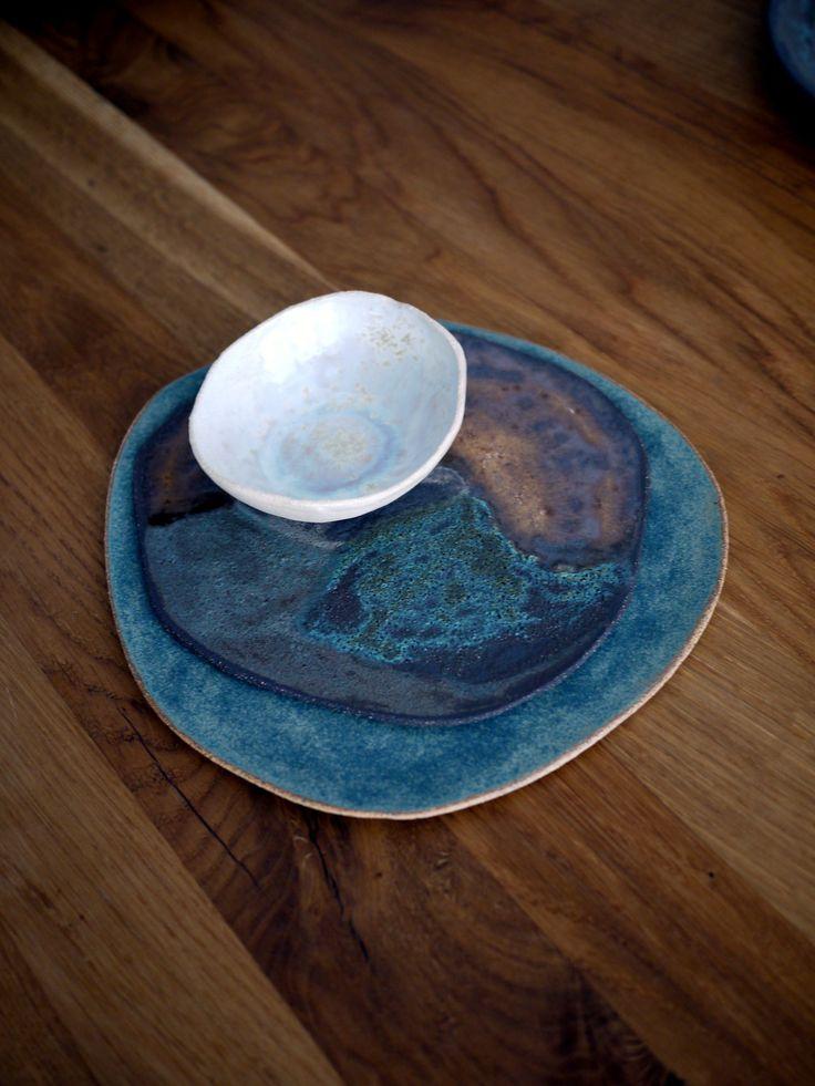 handmade ceramic dinnerware, tableware. rusty tones, blue, white cristal,