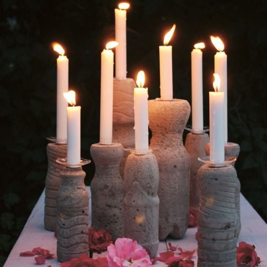 Easy DIY: decorations made of concrete using plastic bottles. (in German)