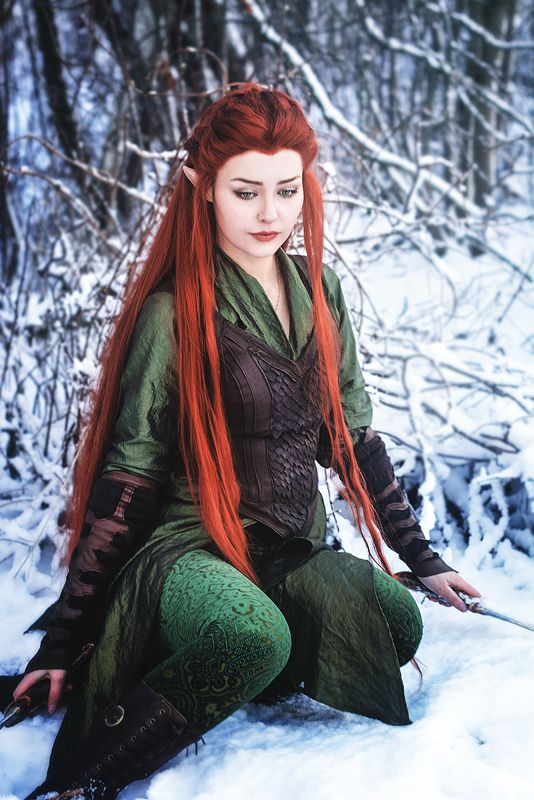 Cosplayer StarbitCosplay looking beautiful as Tauriel from The Hobbit