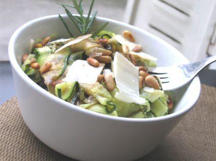Salade de courgettes aux pignons, c'est une merveille ! attention, tripler les proportions
