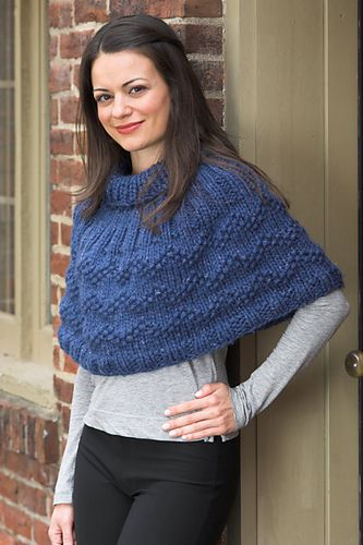 Ravelry: Woman's Poncho pattern by Vanessa Ewing                                                                                                                                                      Más