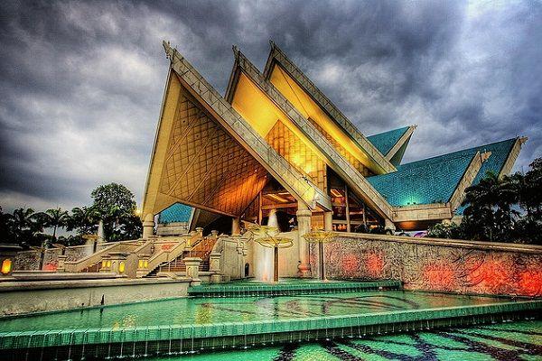 ISTANA BUDAYA (NATIONAL THEATRE) http://www.bookklhotels.com/istana-budaya-national-theatre/