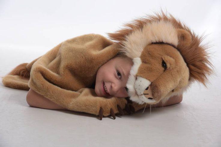 Heerlijk zachte dierenvermomming van een leeuw die ook als tapijt gebruikt kan worden. Ontdek ook de tijger, de ijsbeer, de buffel, de bruine beer,...