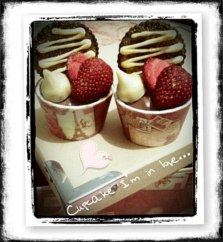 Chocolate cupcake with hazelnut butter cream filling with strawberry&Hershey's chocolate drop decoration (with minimum order)
