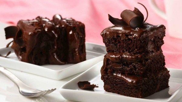 Κέϊκ σοκολάτας με ζαχαρούχο γάλα και γλάσο σοκολάτας