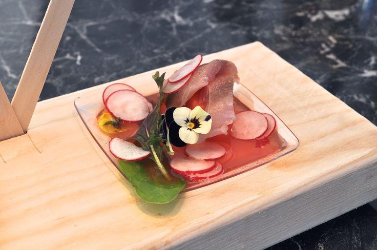 #Recept voor #watermeloen #soep met #makreel, #radijs & #kruidensla: www.smeding.nl/nieuws/recept-watermeloensoep