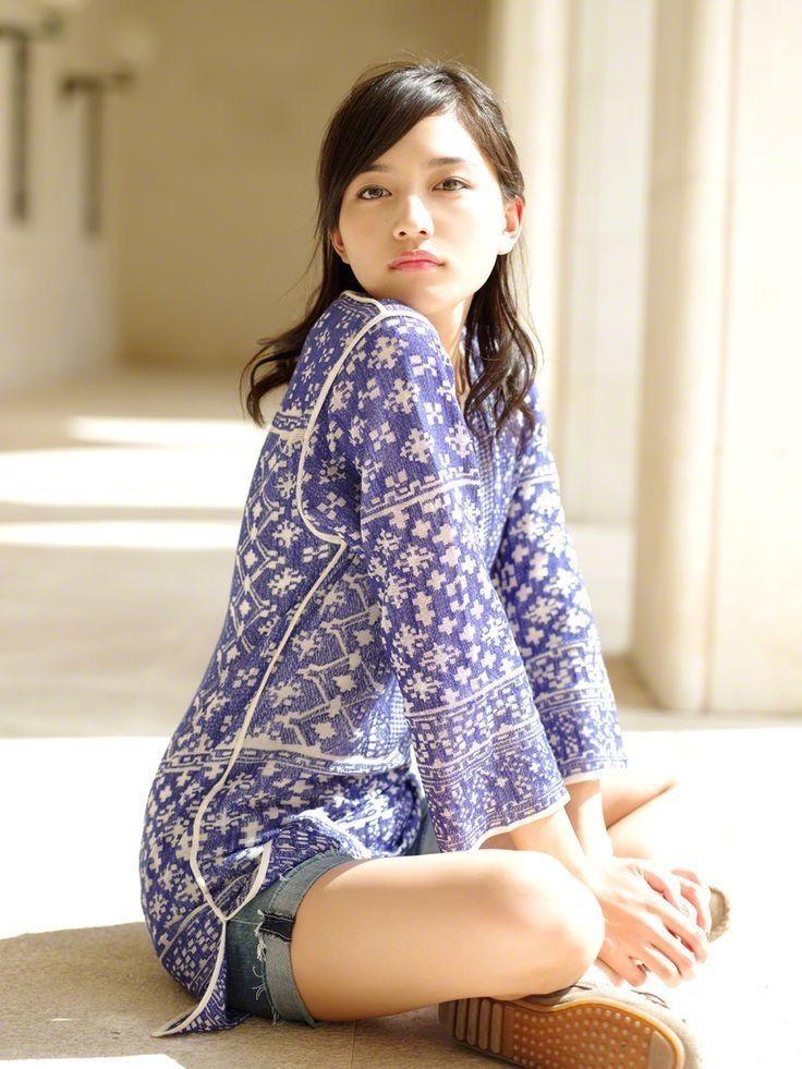 洋服が素敵な川口春奈さん