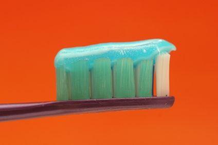 Il dentifricio può essere autoprodotto. Cominciare a prendere dimestichezza con la pratica dell'autoproduzione è fondamentale per p ...