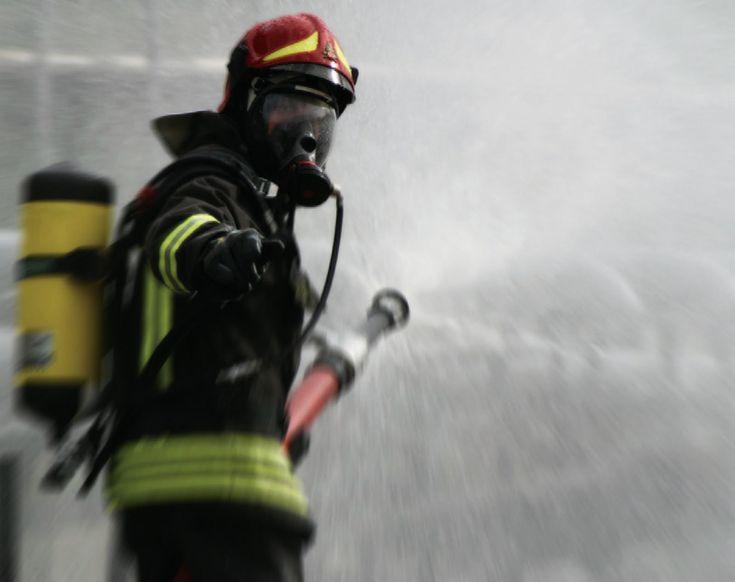 A Catania, nel rione Nesima, accanto a un'auto in fiamme, una Ford Ka, è stato rinvenuto il cadavere carbonizzato di un uomo http://tuttacronaca.wordpress.com/2013/11/18/giallo-a-catania-di-chi-e-il-corpo-carbonizzato/