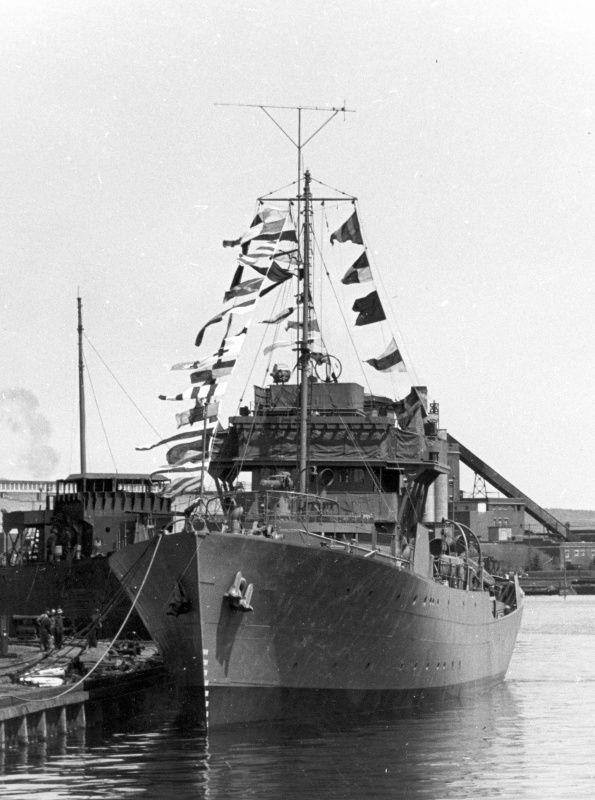 Канадский корвет «Порт Артур» в день приема в состав Королевского флота Канады [1]