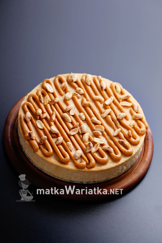 cheesecake :)   http://www.matkawariatka.net/2014/10/sernik-krowkowy/