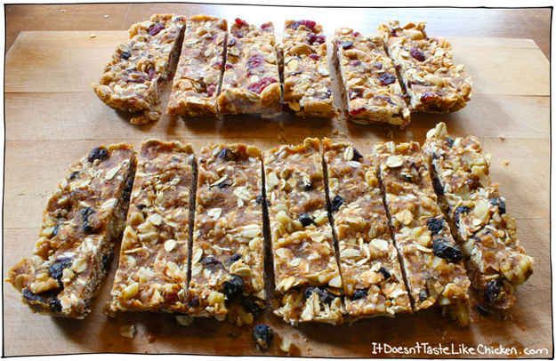 Instead of buying granola bars, make these super simple four-ingredients ones.