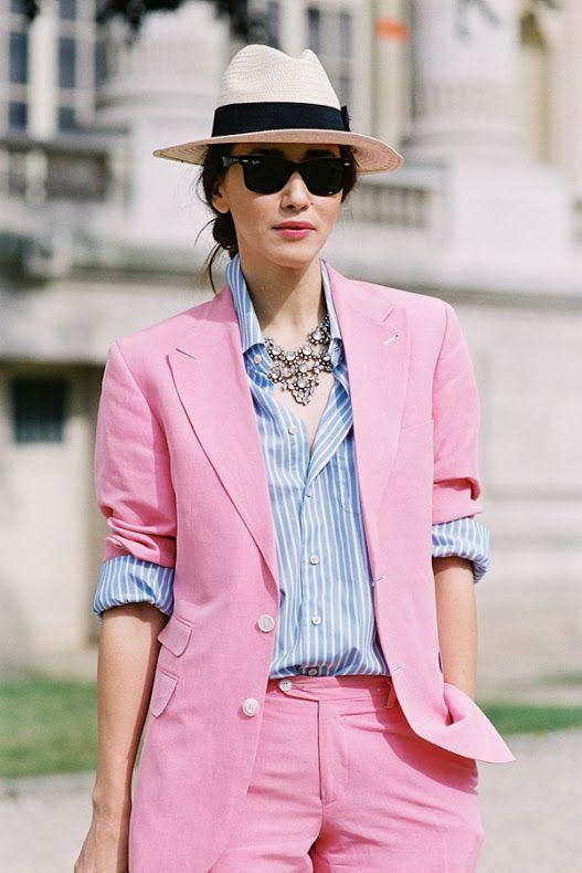 pink pant suit, me encanta esta combinación rosa con azul, preciosa, femenina, la blusa a rayas tmb  muy chic: