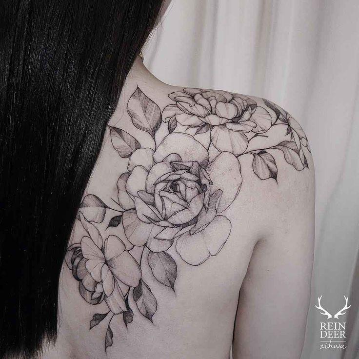Shoulder blade flowers tattoo