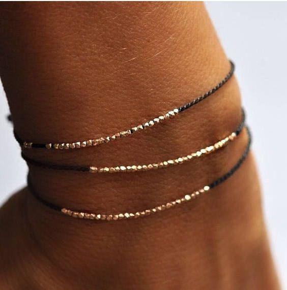 Delicate rose gold and silk beaded bracelet – friendship bracelet   – Kleine geschenke