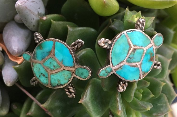 Pair of Zuni Turquoise Inlay Tortoises In Sterling Silver - Yourgreatfinds, Vintage Jewelry - 1
