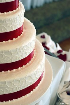 Red Velvet Wedding Cake LIKE THE RIBBON AND PEARLS but with blue ribbon instead of red
