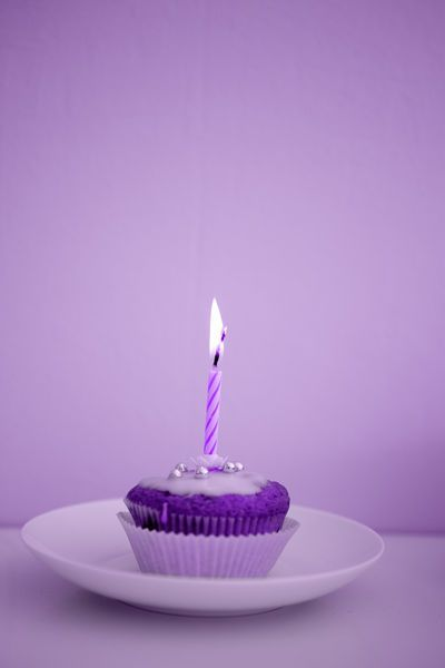 Purple birthday cupcake www.veraclasse.it