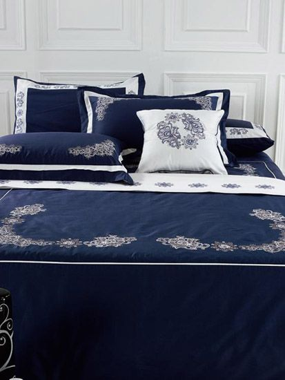 navy blue and white bedroom decorating ideas | navy blue bedding set with white trim and floral designs