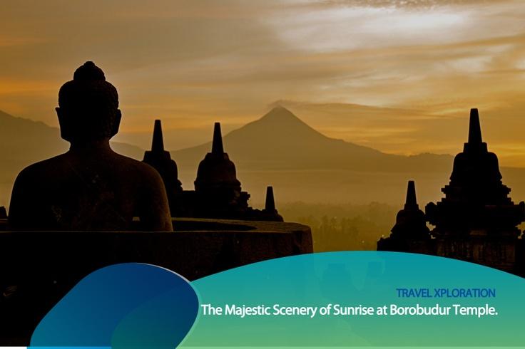 Nikmati keindahan Borobudur saat matahari terbit atau menjelang terbenam.