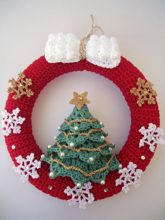 Christmas wreath in crochet, Door hanger decoration, Snowflakes & Christmas tree - Ready to ship
