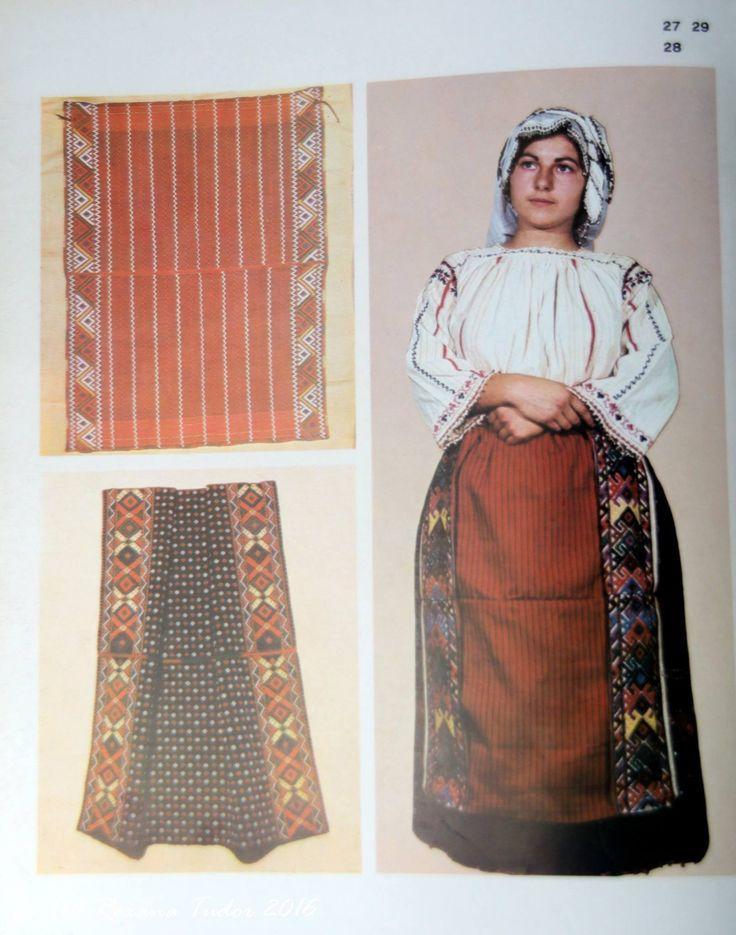 Costum popular din Dobrogea de Sud Camasa cu platca