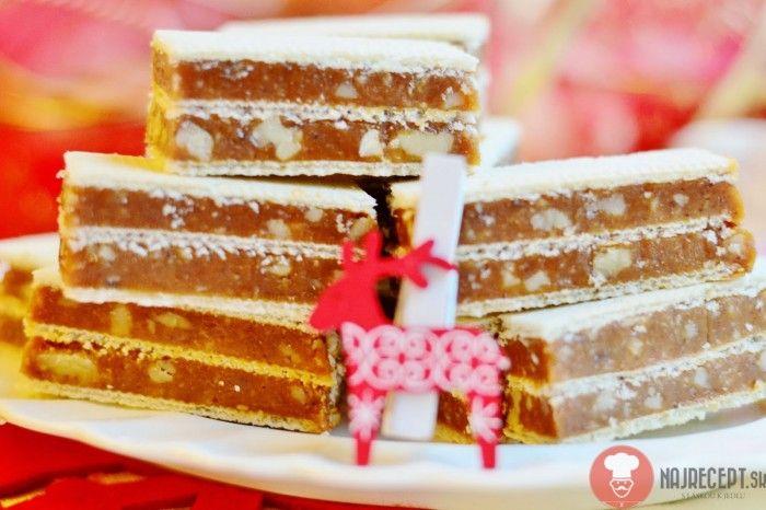 Recept na tradičnú griláž. Skvelá kombinácia karamelu a orechov. Griláž môžete pripravovať počas celého roka, nielen na Vianoce či Veľkú noc