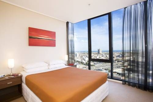 Can you imagine waking up to his view? The #Melbourne Short Stay Apartments in #Australia sure know how to make a room irresistible! I probably would never get out of bed! Best #getaway #hotel!