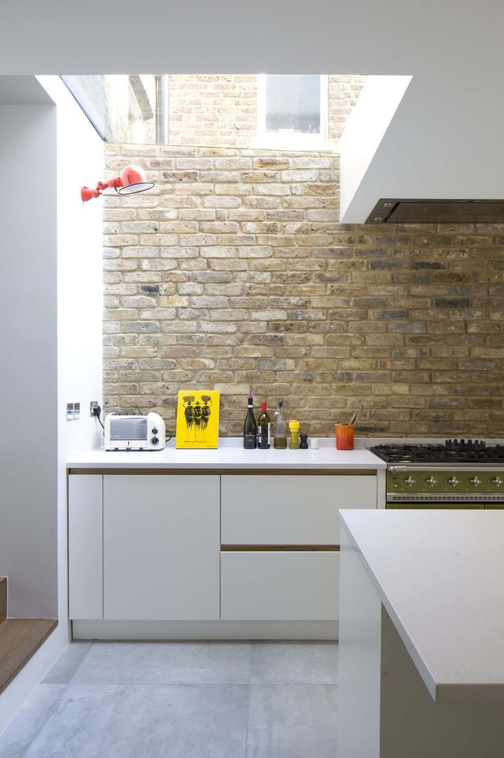 Loving the exposed brickwork, the modern kitchen units work perfectly along with it.