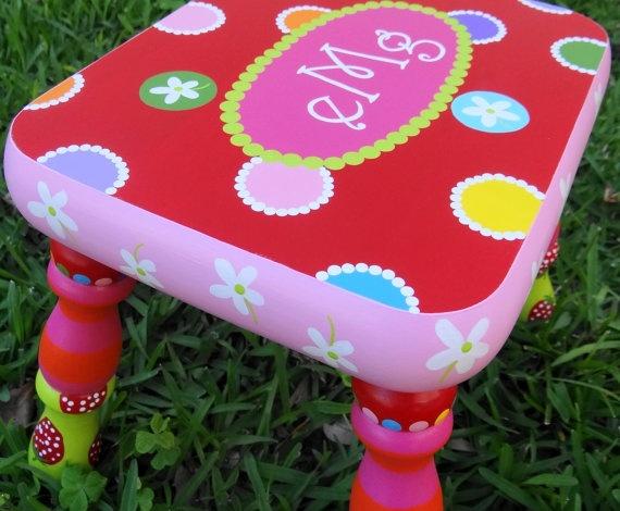 Cute custom-painted children's step stools!Painting Foot, Step Stools, Children Stools, Brushes Teeth, Custom Painting Children, Foot Stools, Children Painting Stools, Painting Kids Stools, Children Step