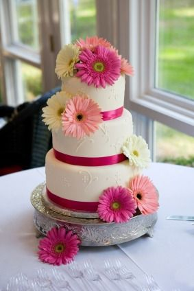 Gerber Daisy Wedding Ideas   ... this wedding cake but this time using orange and pink gerbera daisies