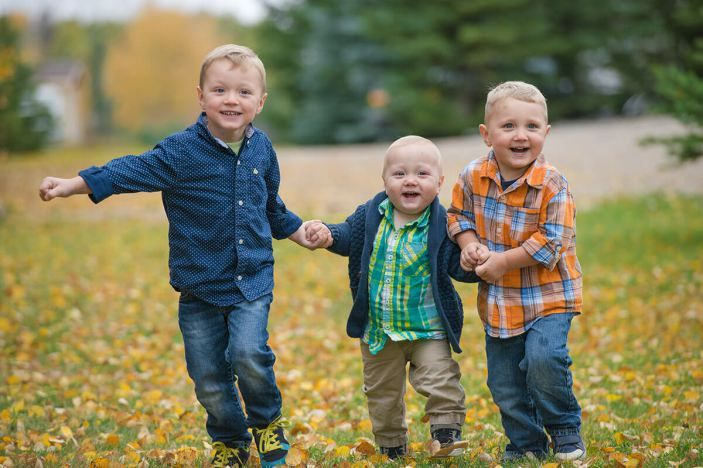 Neufeld brothers family photography session near Saskatoon with Courtney Liske Photography