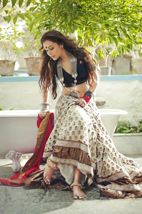 Rani Mukherjee- depicting an Indian girl's traditional wear. Description by Pinner Mahua Roy Chowdhury