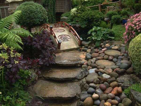 Tutorialous.com | 26 easy pathway designs for your garden!