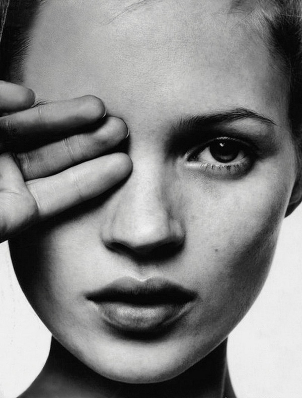 Kate moss and the occult all seeing eye by david sims for i d magazine the survival issue february 1996 face