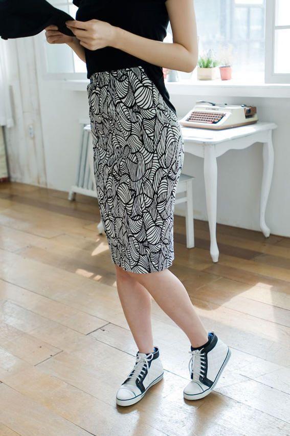 floral midi skirt from Kakuu Basic. Saved to Kakuu Basic Skirts. Shop more products from Kakuu Basic on Wanelo.
