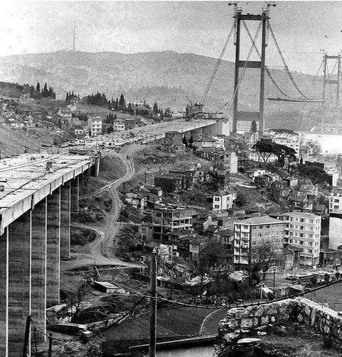 Boğaziçi Köprüsü inşa ediliyor (~1972)